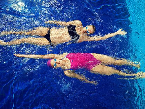 В бассейне без одежды фото, голые выступления на дискотеке