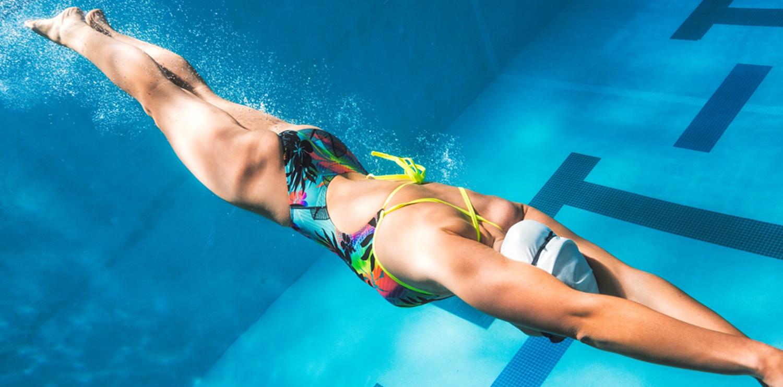 При плавании худеют ноги