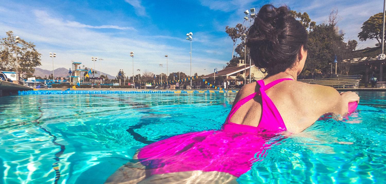 Смотреть кака девушку имеют в бассейне фото 264-639